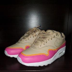 Nike Air Max 1 SE, Size 6, Desert Ore/Minerai Du